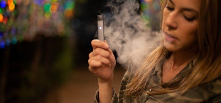 Dispositivos electrónicos de liberación de nicotina y exacerbaciones asmáticas en pacientes jóvenes